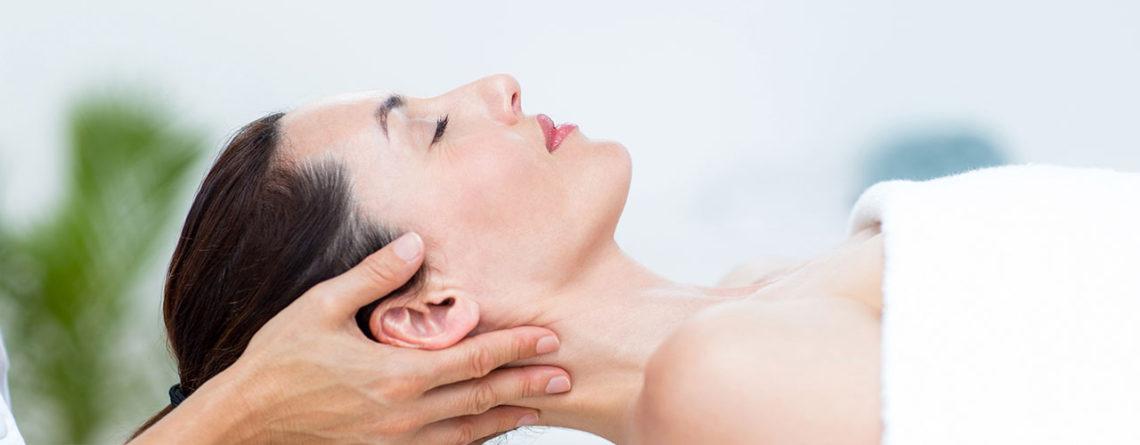 Der Physiotherapeut bietet Hilfe bei CMD (Craniomandibuläre Dysfunktion